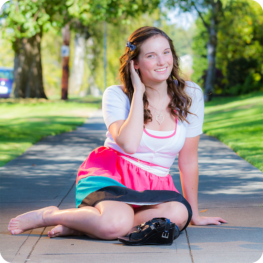 Girls Looking For Senior Pictures in Snohomish County, WA